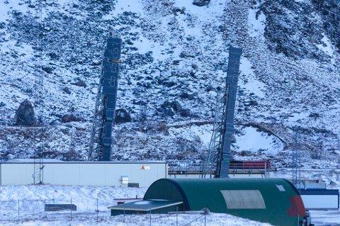 PÅ RAMPENE: Her står rakettene på utskytingsrampene på Andøya Space Center, pakket inn i isopor for å beskytte rakett, nyttelast og sensitive instrumenter fra vær og fuktighet. Foto: Andøya Space Center