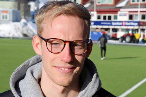 HAMSKIFTER: Briller, skjegg og hår varierer ofte når man treffer på Gjermund Åsen. Vi får se hvilken utgave som setter seg i gjestestolen hos JoMos Kosmos. Har du spørsmål til TIL-profilen, ikke nøl med å sende dem inn.