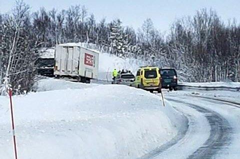 SPERRER VEI: Et vogntog har mistet hengeren og sperret E6 i Målselv mandag ettermiddag.