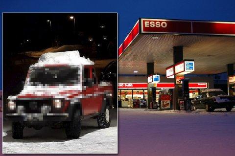 KAN VÆRE FARLIG: Snø på biltak kan utgjøre en risiko både for bilen den sitter på og de som kommer bak. Denne bilen tilhører en politimann og ble fotografert i helgen.
