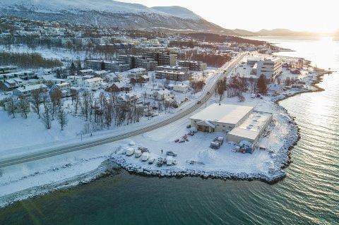 SOLGT: Kvaløyveien 166 og 168, populært kalt Aakre-tomta, er solgt for 42 millioner kroner.