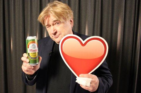 Jørn Hoel elsker Mack-øl. Men i blindtest fikk han stor-trøbbel. Foto: Renold T. Christopher/Matkontrollen (TV2)