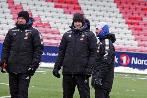 TALENTJAKT: Jonas Johansen (f.v), Sigurd Rushfeldt og Bryant Lazaro skal få frem nye toppspillere i TIL via NTG Tromsø.