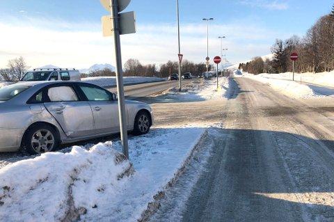 En bil krasjet med en buss i dette krysset på Kvaløysletta
