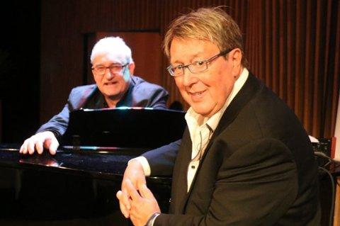 FÅR MEDALJE: Tore Skoglund (til høyre), her avbildet med Trond Myhre i forbindelse med «Du skal høre mye»-comebacket på The Edge i fjor, får Kongens fortjenstmedalje.