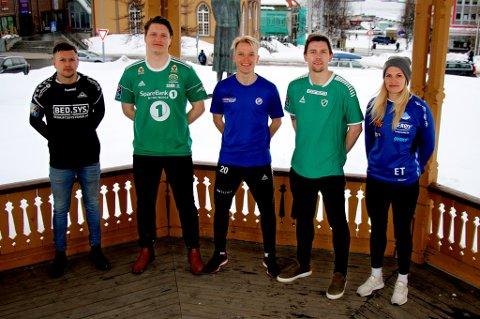 GLEDER SEG: Endelig er det seriestart for denne gjengen. F.v. Tom Karlsen (Skarp), Vebjørn Valle Grunnvoll (Finnsnes), Christer Johnsgård (Senja), Dan-Roger Roland (Fløya) og Eline Torneus (Skjervøy, trener).