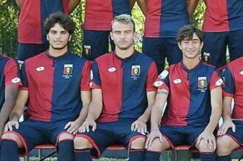 Brage Berg Pedersen (midten) mener han har utviklet seg på og utenfor banen i løpet av sesongen i den italienske storklubben Genoa, der han jevnlig trener med Serie A-klubbens førstelag.