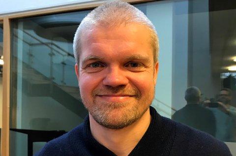TRIVELIG GJEST: TUIL-trener Gaute Ugelstad Helstrup. Hvis du lurer på hvordan dette bildet ble tatt, se til høyre.