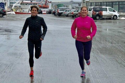 TRENER OFTE: Karen Skogen (t.v.) og Elin Lian Losvik forsøker å trene variert og hyppig. De føler seg allerede klare for å løpe maraton, nå handler treningen om å holde formen vedlike, og unngå skader.
