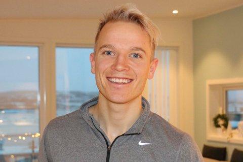 UTELUKKER KAMP: Christer Johnsgård har NRK-sending på Steinkjer når Senja spiller en svært viktig bortekamp mot Odd 2 mandag 30. september. Senja-trener Kjetil Warholm føler seg sikker på at mandagskamp betyr at de ikke klarer å stille lag.