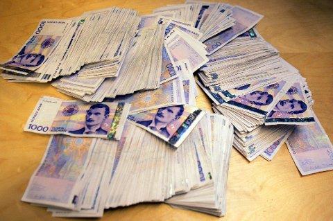 På bildet ser du én million kroner. De færreste får nok så mye igjen på skatten...