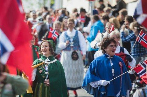 Her går Kristin Røymo framst i skoletoget i Tromsø. Foto: Foto: Frida Xiang Årsandøy