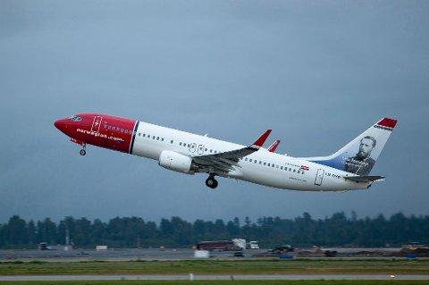 BILLIGERE: Norwegian setter ned prisene. flyanalytiker Hans Jørgen Elnæs tror  nordmenn kan se frem til billigere billetter.
