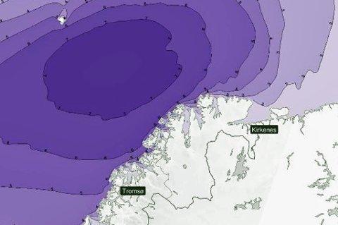 BØLGER OG VIND: Vinden er ventet å være på sitt kraftigste på lørdag. Den kraftige vinden vil føre til svært høye bølger.