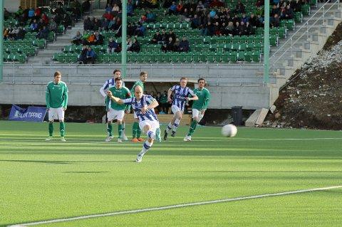 I 100: Reidar Waage banket inn 1-1 for Skjervøy - og scoret dermed sitt 100. mål i SIK-drakt.
