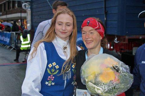 FØRSTEPLASS: Hilde Aders var første kvinne i mål på halvmaraton-distansen.