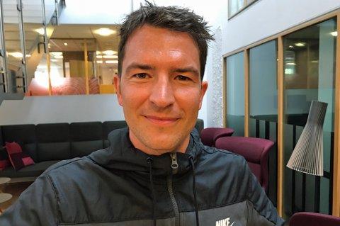 HET UNG MANN: Jonas Johansen var i tenårene på treningsopphold med klubber som Ajax, Anderlecht, Gent og Monaco. I sistnevnte klubb sto han under ledelse av Didier Deschamps sammen med Patrice Evra og prikket innlegg på pæra til Fernando Morientes. En helt OK opplevelse. Her finner du siste utgave av podkasten JoMos Kosmos, der Johansen er gjest.