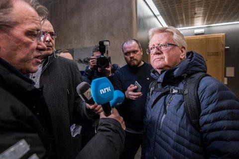 NEKTER SKYLD: Den sedelighetssiktede Troms-mannen nekter enhver form for seksuell kontakt med fornærmede. Det forteller hans forsvarer Ulf E. Hansen, her avbildet i forbindelse med et fengslingsmøte i saken.
