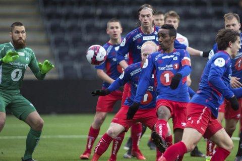 TUIL-TAP: TUIL og Mohammed Ahamed sved sjansene til å befeste kavlikplassen i 1.divisjon og tapte mot Åsane. Det irriterte trener Gaute U. Helstrup.