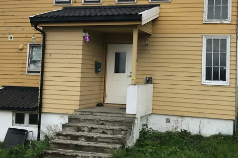 Huset på Tromsøya var inntil i forrige uke bebodd av byggearbeidere i selskapet Tromso byggservice. Nå er det helt tomt.