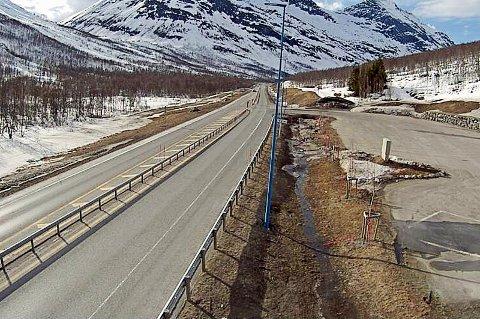STOLPE UT: I Lavangsdalen er alt klart for høyere fart, om bare en strømstolpe blir flytta litt lenger unna.