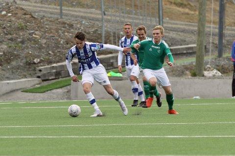 SEIRET: Ørjan Skallebø (t.v.) og SIK tok alle poengene i duellen med Tobias Schjetne og Fløya lørdag.