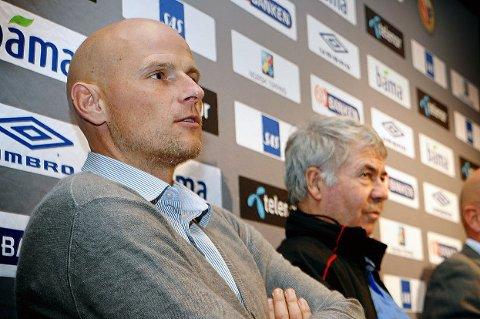 HYLLER HØGLI: Ståle Solbakken (t.v) og Egil Drillo Olsen har begge ledet Tom Høgli som spillere i mange år, i henholdsvis FC København og det norske A-landslaget. Begge hyller Høgli, som nå legger opp etter sesongslutt.
