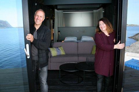 SPESIELT: Ole Henning Fredriksen og Heidi Munkvold åpner for en sniktitt inn i de nye suitene.