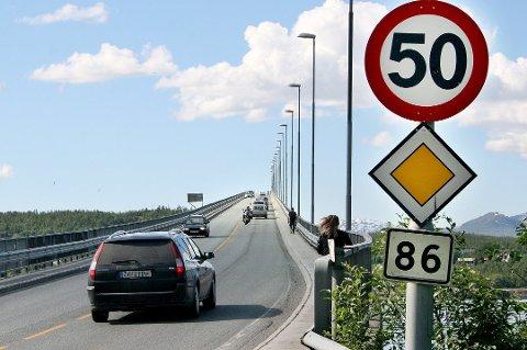 HØY FART: Politiet tar jevnlig bilister som holder for høy fart over Gisundbrua i Lenvik.