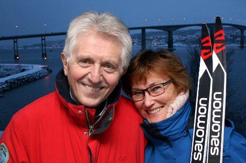 PASSER PÅ: Roger Konradsen får god omsorg av kona Trine Rydeng, som vil passe ekstra godt på når paret igjen drar ut på nye skiturer.