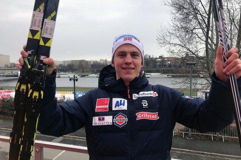 HISTORISK: Erik Valnes jubler etter tredjeplassen i Dresden lørdag. Han er kun den gjerde tromsløperen som tar pallplassering i verdencupen i langrenn, og det er nesten 18 år siden forrige gang det skjedde. Da var det Bardu-ordfører Toralf Heimdal som klarte bragden i 2001.