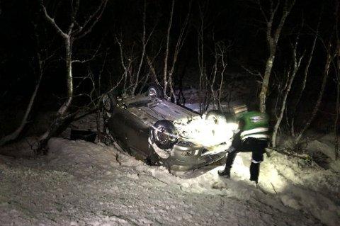 FØR JUL: Tidlig i desember gikk det galt på strekninga ut til Hansnes da denne personbilen kjørte av veien.