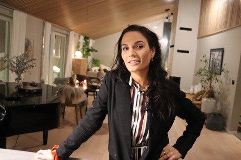 EGET FIRMA: Henriette K. Amlie, startet opp firmaet Designlykke Styling AS i 2016. Hun redekorerer og innreder boliger, både før salg og ellers. I fjor hadde selskapet over fem millioner i inntekter.