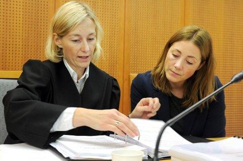 NY DOMMER: Kine Elisabeth Steinsvik (til venstre) blir ny høyesterettdommer. Steinsvik har sin utdannelse fra UiT. Arkivfoto: Avisa Nordland.