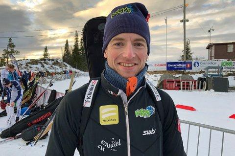NYTT GULL: Alexander Os kunne juble for gull i fellesstarten under NM søndag, dagen etter at han tok sølv i sprintdistansen.