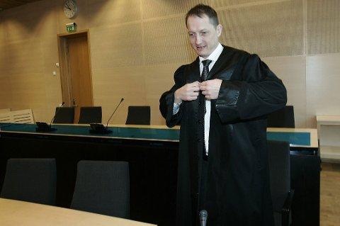KONSTITUERES: Hugo Henstein (t.v.) blir konstituert som førstestatsadvokat i Troms og Finnmark. Arkivfoto.