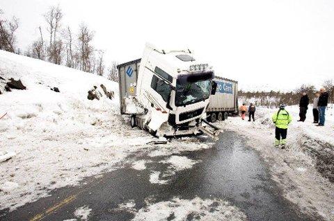 ØKNING I TRAFIKKEN: Det blir stadig flere vogntog på veiene i Troms, og de er overrepresentert i de alvorlige trafikkulykkene.