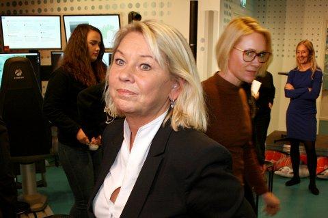 ULIKT SYN: Statsråd Monica Mæland (foran) og ordfører Marit Alvig Espenes (bak) er helt uenige om den nye Distriktsmeldingen.