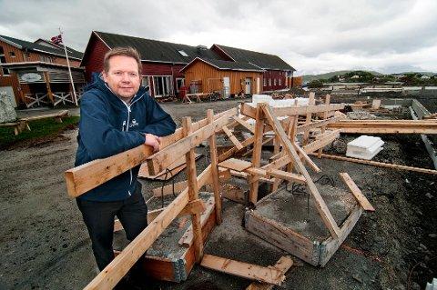 SEKS PRIKKER: Sommarøy Arctic Hotel kunne få seks prikker av Tromsø kommune. Men hotelldirektør ved Sommarøy Arctic Hotell, Bengt Larsen, var ikke helt enig i rapporten fra kontrollørene.  Foto: Jørn Normann Pedersen