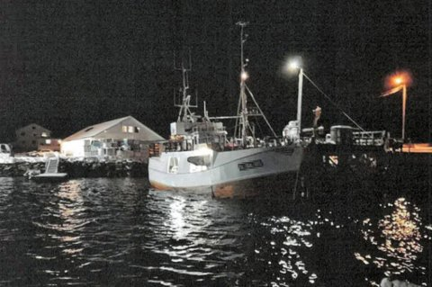 FULLT: Da Karls Fisk og Skalldyr skulle levere reker ved kaia i Oldervik, var allmennkaia full. Ettersom det ikke er noen løsning på kaikonflikten, kunne ikke Hansen legge til ved fiskekaia. Hansens ansatte tok dette bildet for å dokumentere forholdene.