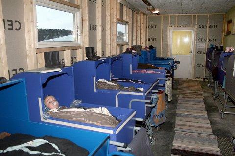 LITE SØVN: Smårollingene i soveskuret ved Gibostad barnehage blir forstyrret av støy fra skolen.