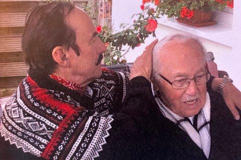 KJÆRLIG: Odd Haugstad stryker sin far Kurt Müller over håret etter at de endelig fant hverandre 73 år etter krigen.