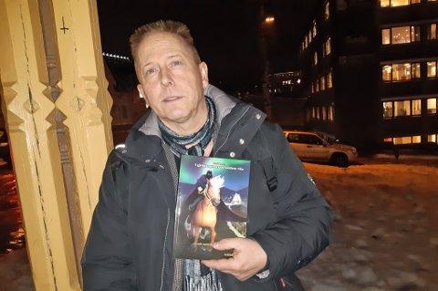 JUBILEUMSBOK: Forfatter Roald Larsen er i disse dager aktuell med boka «I gjengangernes og kuldens rike».