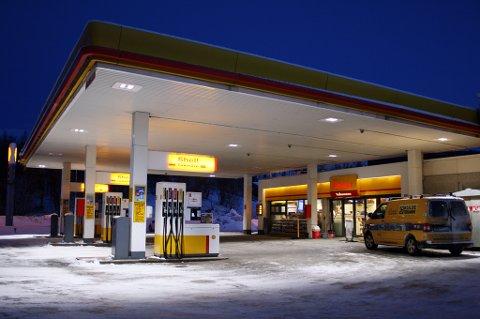 RANET: Shell-stasjonen på Finnsnes ble utsatt for knivran natt til torsdag.