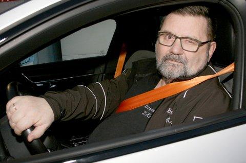 ERFAREN: Taxisjåfør Gunnar Lind fra Botnhamn på Senja synes folk er flinke i trafikken, tross statistikken.