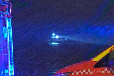 SØK I SJØEN: Flere fartøy søkte i sjøen på vestsiden av Tromsøya mandag ettermiddag og kveld.