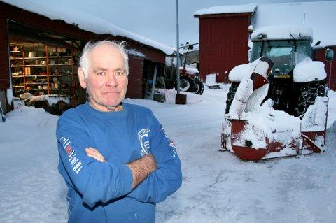 URIMELIG: Bonde Yngve With i Balsfjord synes ikke at det er naturlig å forsikre en traktor som ikke eksisterer.