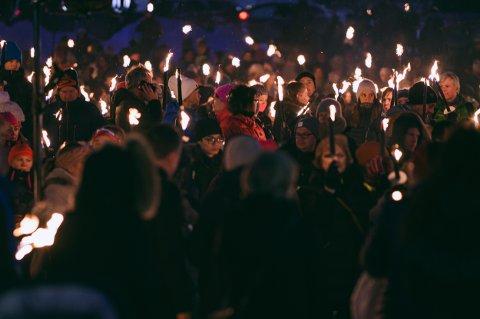 MINNEMARKERING: Over 2.000 møtte på minnemarkering etter Fagereng-tragedien.