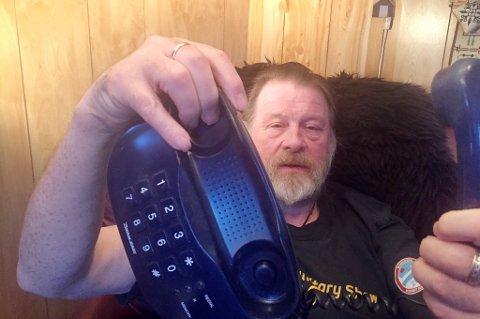 MISTET FASTTELEFONEN: Nordlys skrev i fjor vår om Solvar Nordheim i Lekangsund på Sør-Senja, som fikk brev fra Telenor om at de skulle kutte fasttelefonen hans. Nå skal Telenor avvikle kobbernettet flere steder i Tromsø kommune.