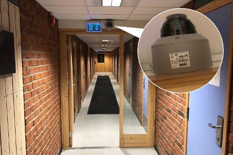 UBEHAGELIG: Flere elever som bor på internat på Senja videregående skole, forteller at de opplever det som ubehagelig at det er satt opp overvåkningskamera i gangene.